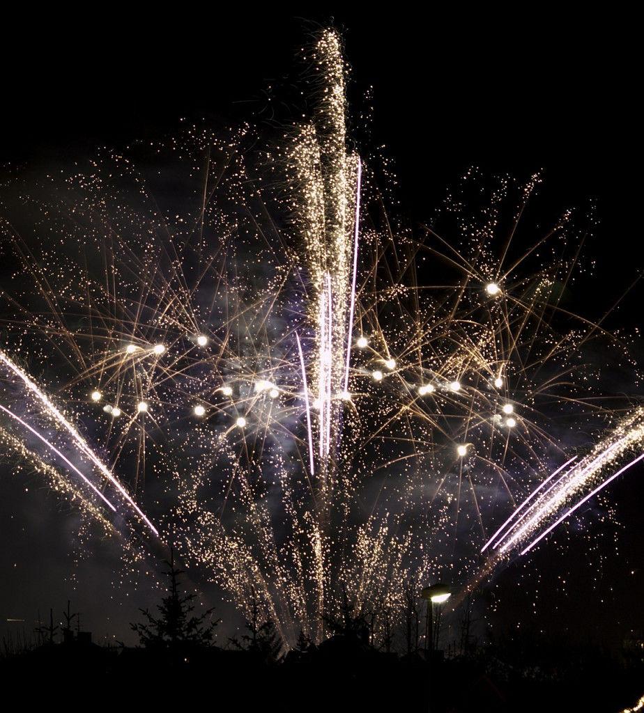firework-492678_1280